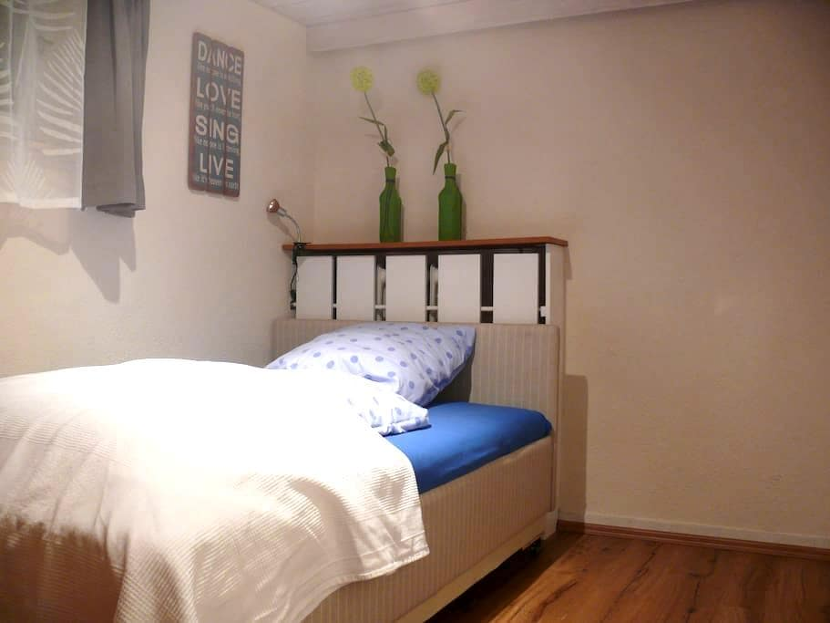 Gästezimmer mit eigenem Eingang - Nuremberg - Bed & Breakfast