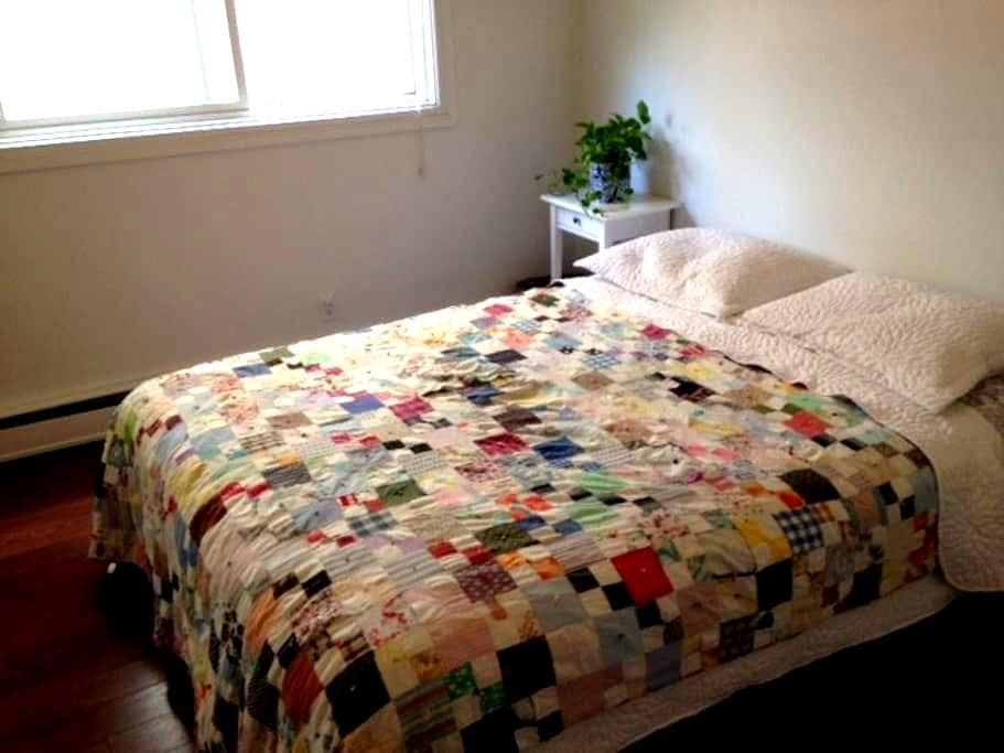 Bright and clean downtown apartment - Edmonton - Daire