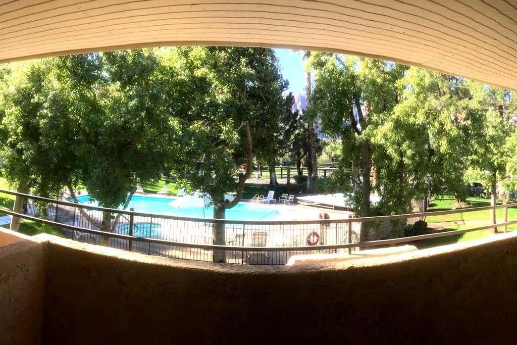 Palm Springs Mountain & Pool View Condo Suite - 棕榈泉