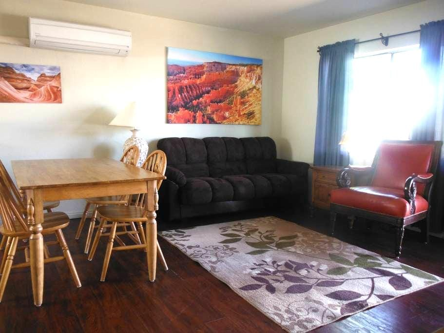 Antelope Cyn., Horseshoe Bd, Powell - Page - Apartment