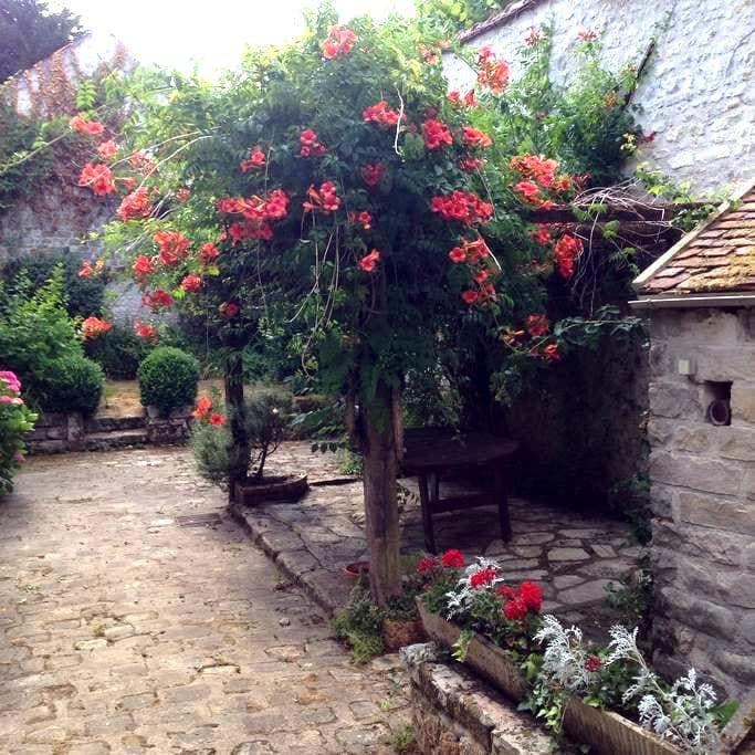 Delightful piece of Montigny - Montigny-sur-Loing