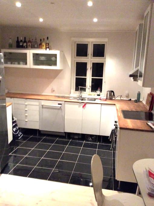 Lejlighed i hjertet af Odense C nær banegården - Odense C - Apartamento