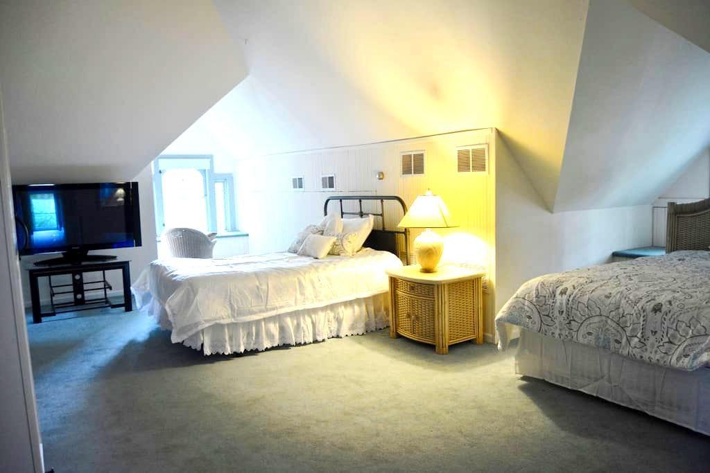 Loft Bedroom River House B&B - Ottawa