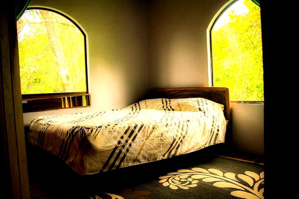 Casa Alquimia B&B: Full Sized Bed - Private Bath - Monteverde - Apartment