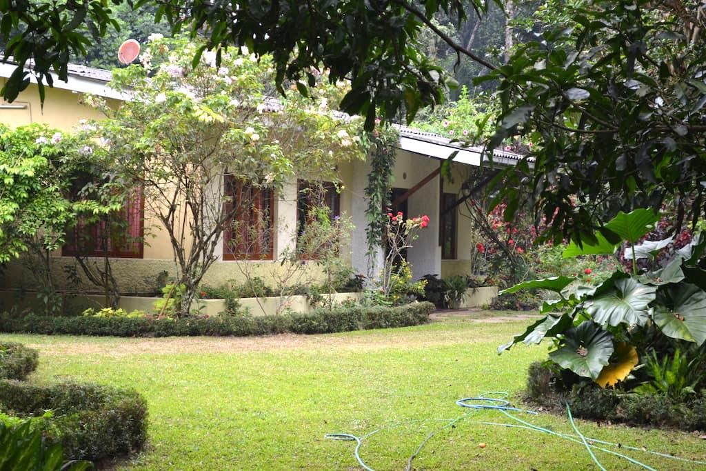 Peace Haven 4 - Breakfast Included - Kandy - Hus