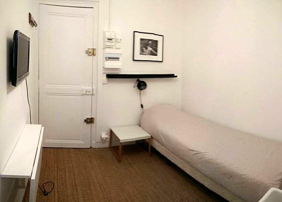 A clean bedroom + shower in Paris - Paris - Daire