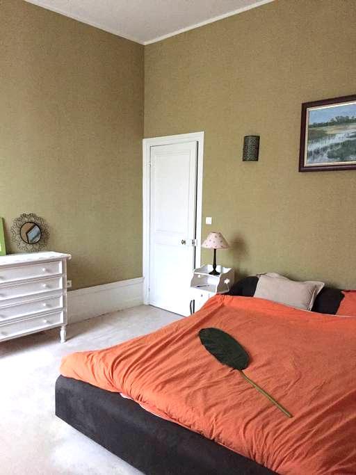 Grande chambre & Jacuzzi - Douai - Casa adossada