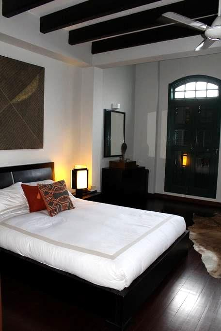 Delightful room in colonial house - Singapura