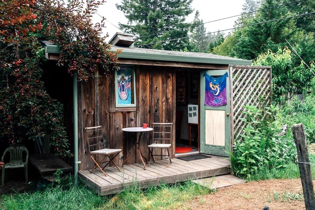 Om Garden Shanti - Little River - Houten huisje