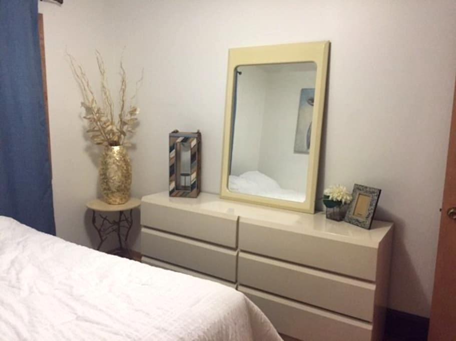 Cottonwood's Charming Private Room - Айова-Сити - Дом