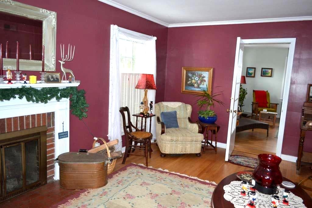 Lovely rooms close to MSU campus - full breakfast. - East Lansing