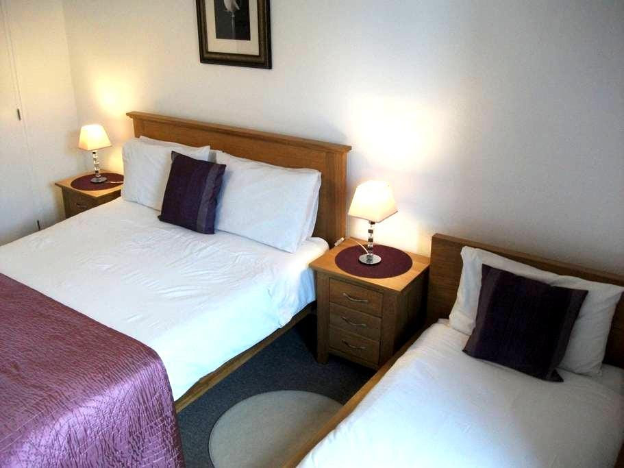 Le Mont St Michel- room for 3. - Saint-Marcan - Bed & Breakfast