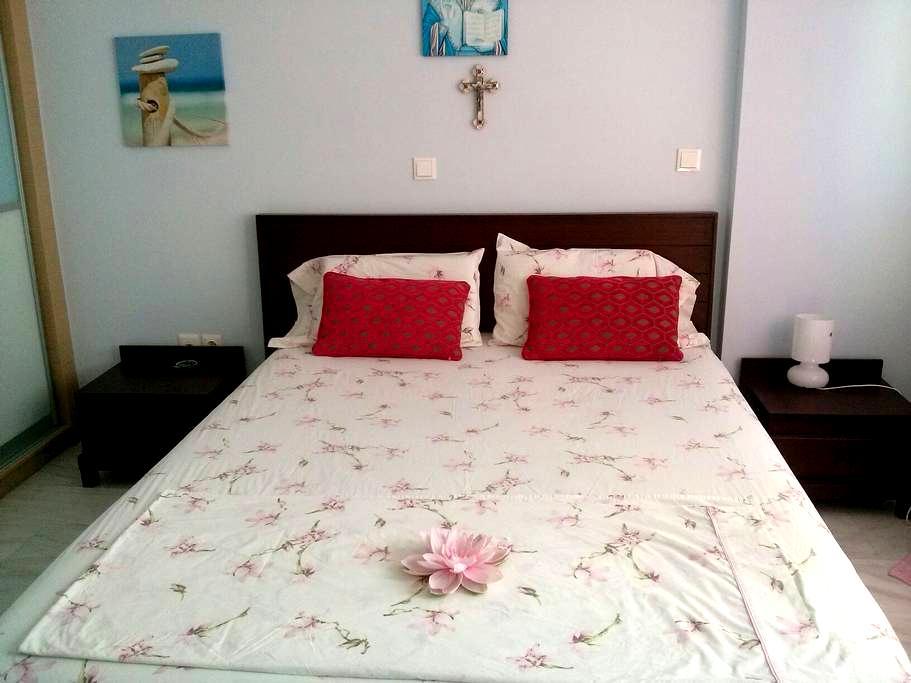 Room@Bath in a Lux apt Beach-Center - Nea Smirni - Bed & Breakfast