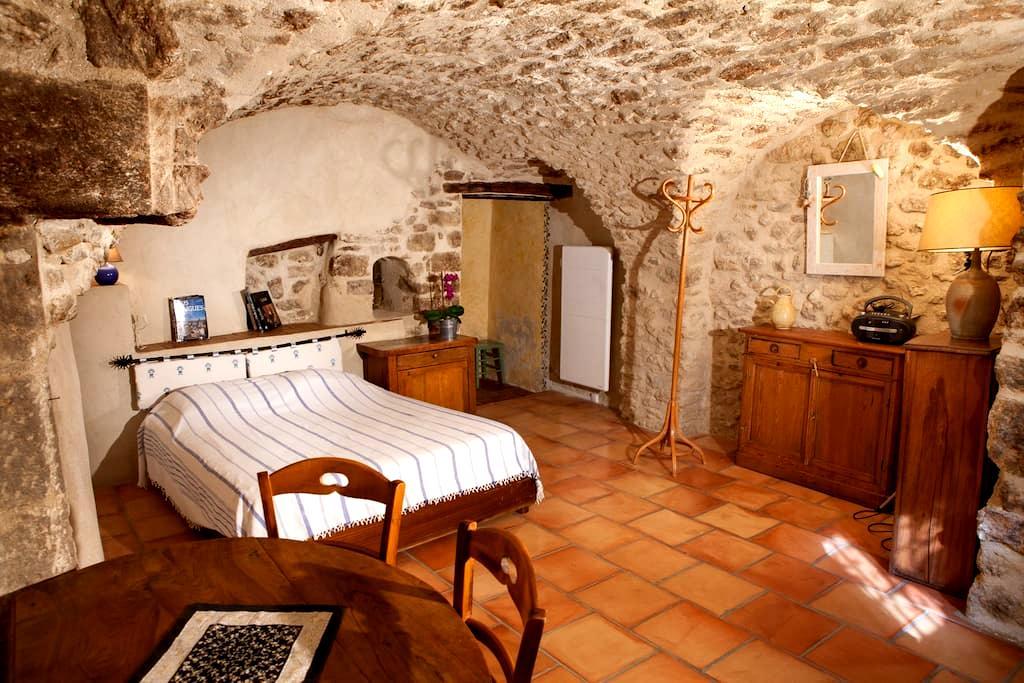 Chambre d'hôte au pied du Luberon - Cucuron - ที่พักพร้อมอาหารเช้า