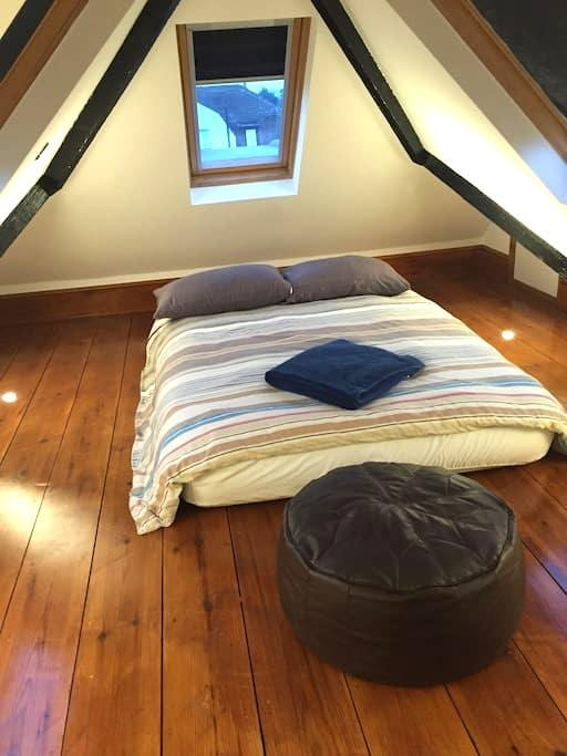 Double bed in brand new loft conversion - Croydon - Appartement