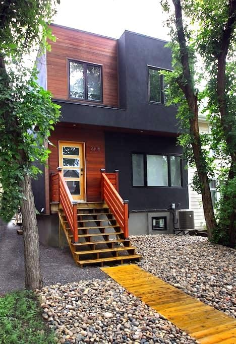 Modernist House Downtown Regina - Regina