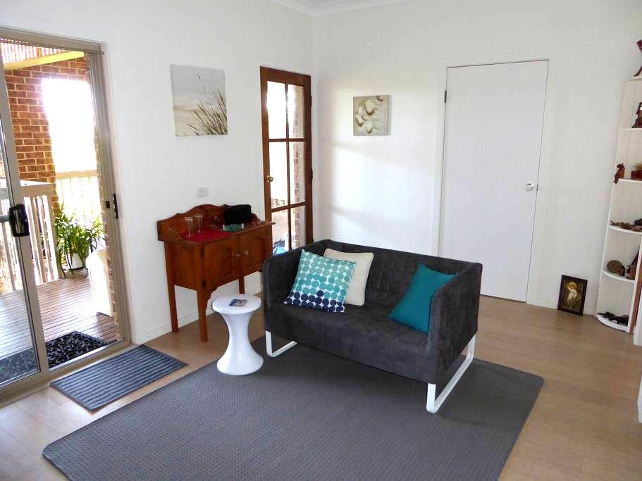 Haven2 - your private studio + deck, close to all! - Merimbula - Daire