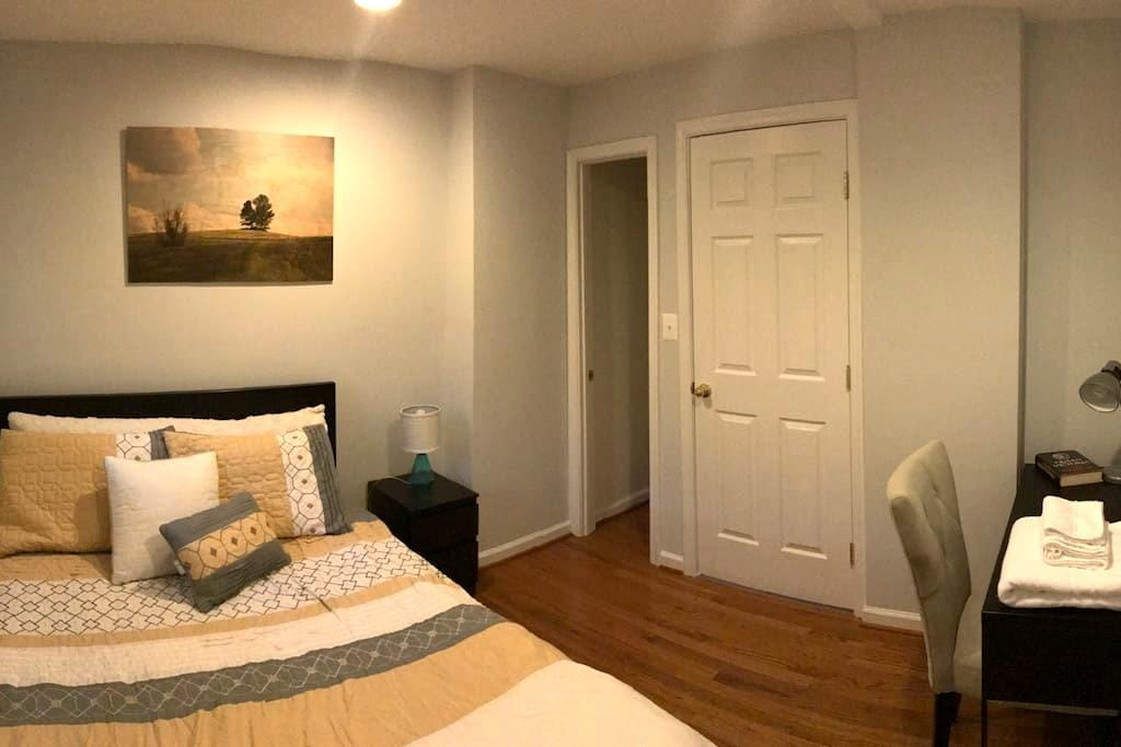 COZY Place enjoy 1BR+Private Bath, min away to DC! - Brentwood - House