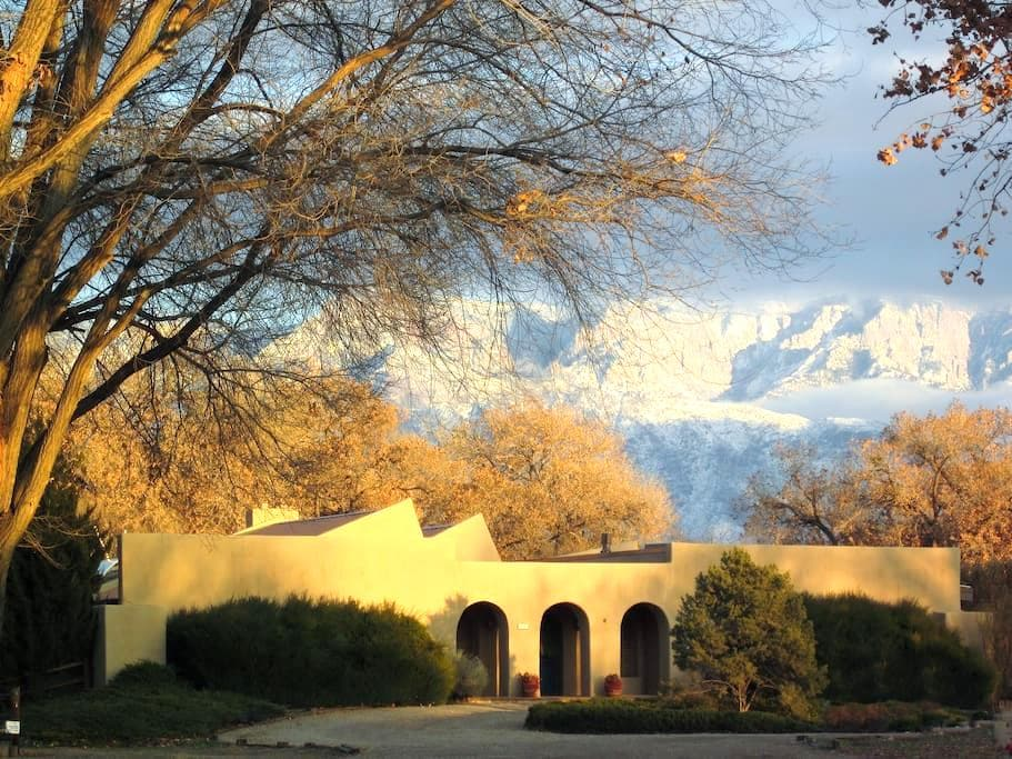 Adobe on Rio Grande Riverside Park - Corrales - Dům