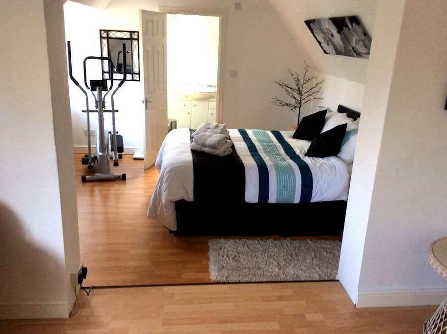 A double en suite. King size bed. - Ripon - Haus