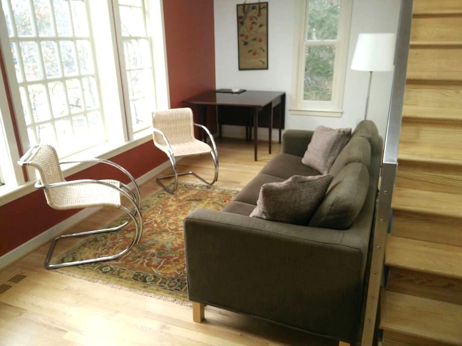 Contemporary Comfort - Falls Church - Apartment