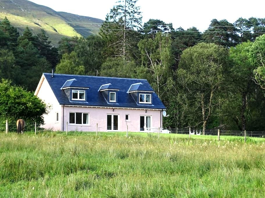 Tigh Beag, tranquil West Highland self-catering - Corran - House