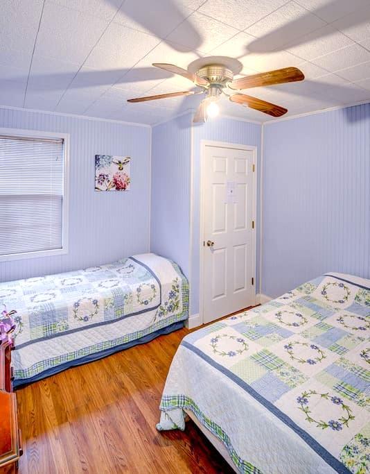 Overlook Apartment:  Mountain Views - Swannanoa - Daire