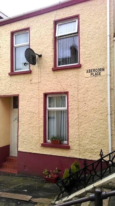 12 ABERCORN PLACE - Londonderry - Hus