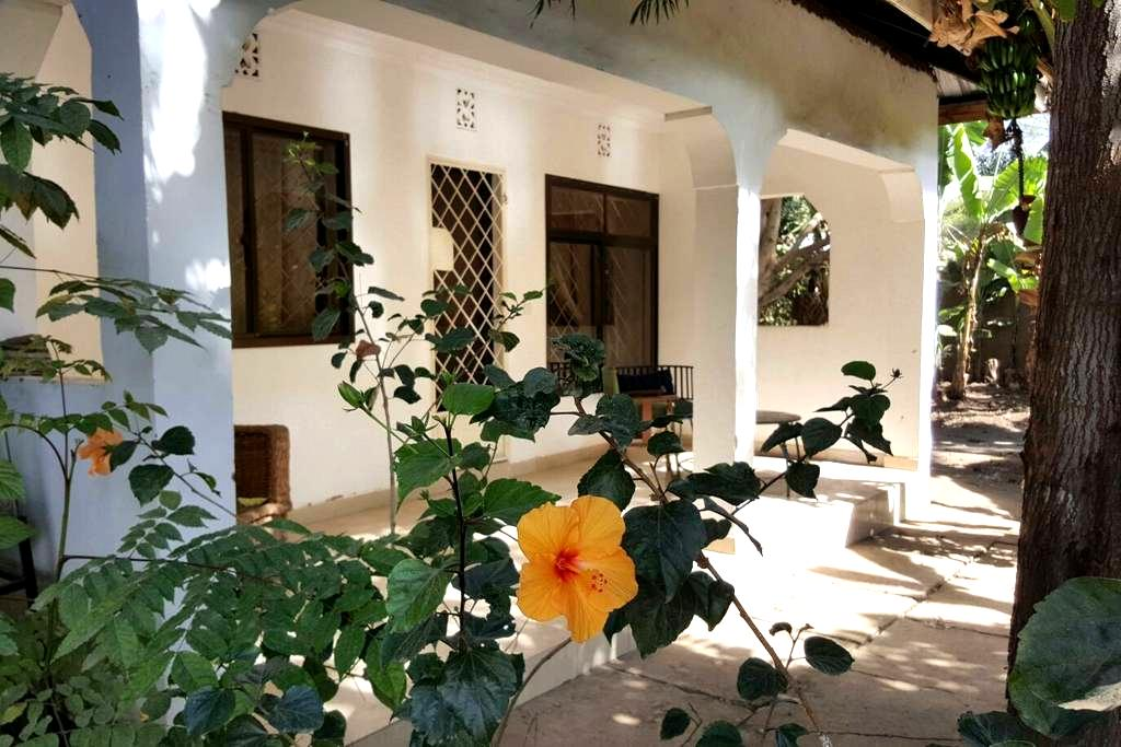 1 BD house in friendly compound - Arusha - Ev