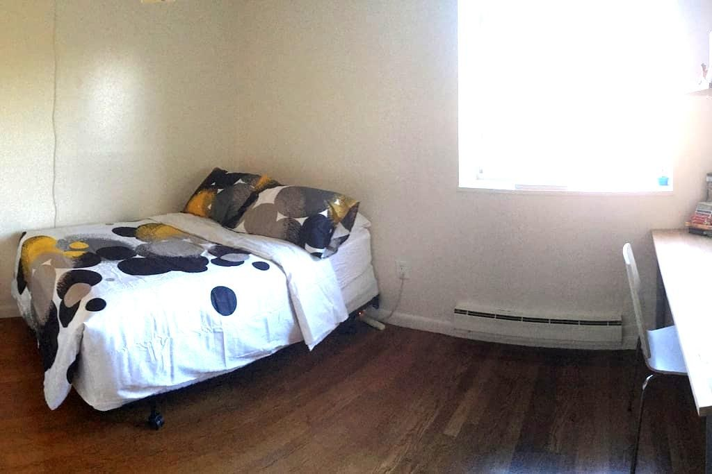 Bright and very spacious private room - Boston - Apartamento