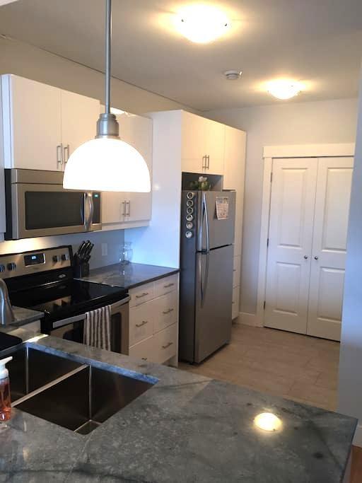 Modern Apartment in the Heart of Charlottetown - Charlottetown - Osakehuoneisto