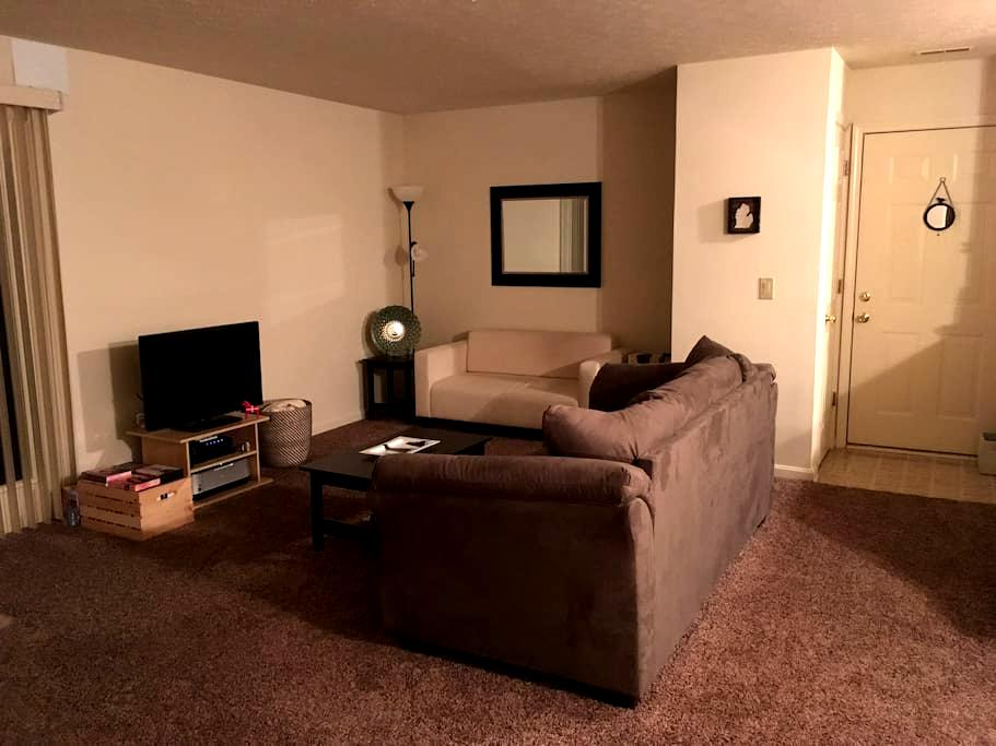 Beautiful, spacious, quiet, and close to town! - New Albany - Apartmen