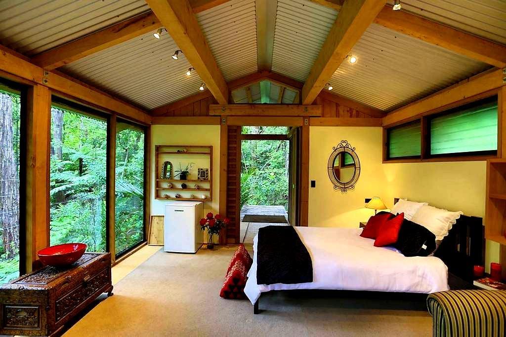 Romantic Bush Chalet - Auckland - Almhütte