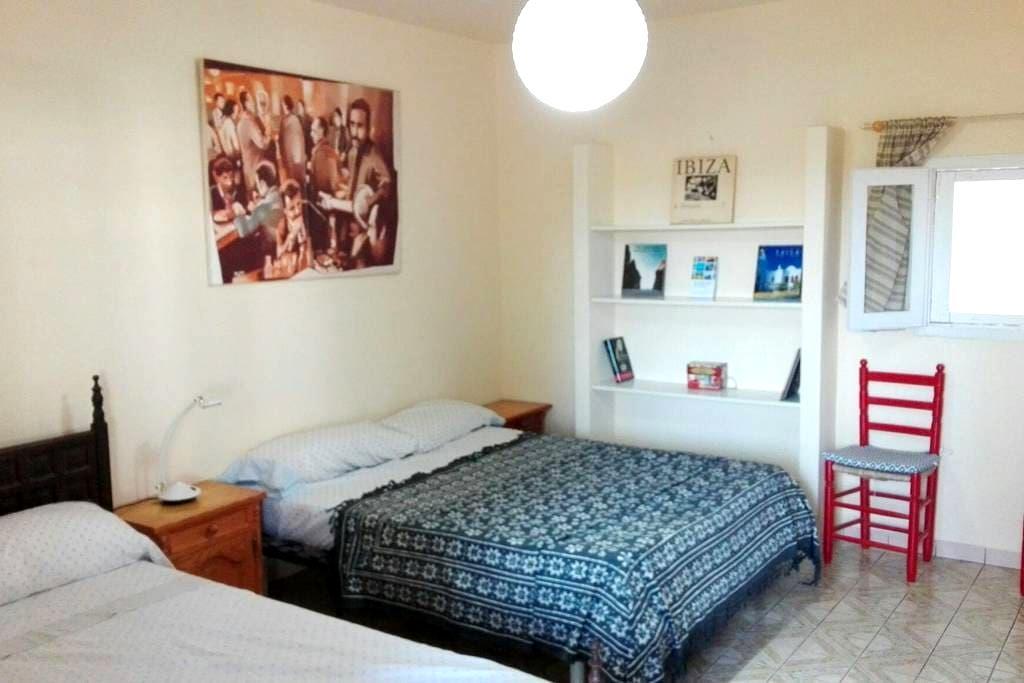 Habitación totalmente privada aire acondicionado - Sant Antoni de Portmany - Casa