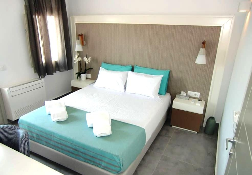 Platia Fira Luxury Rooms - Fira - 家庭式旅館