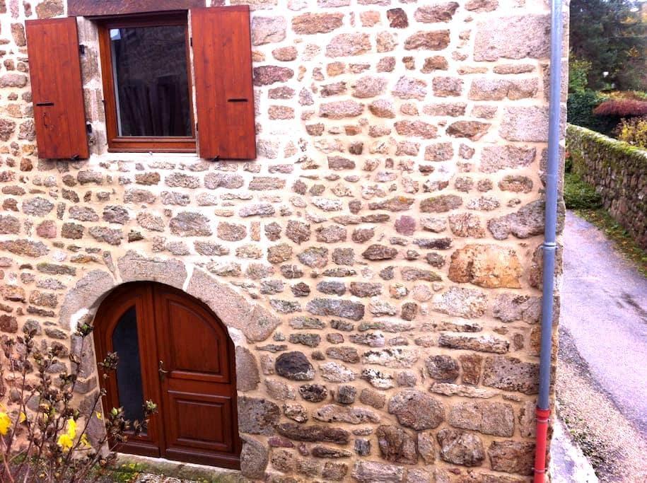 Maison de caractère Ardèche verte - Quintenas - 一軒家