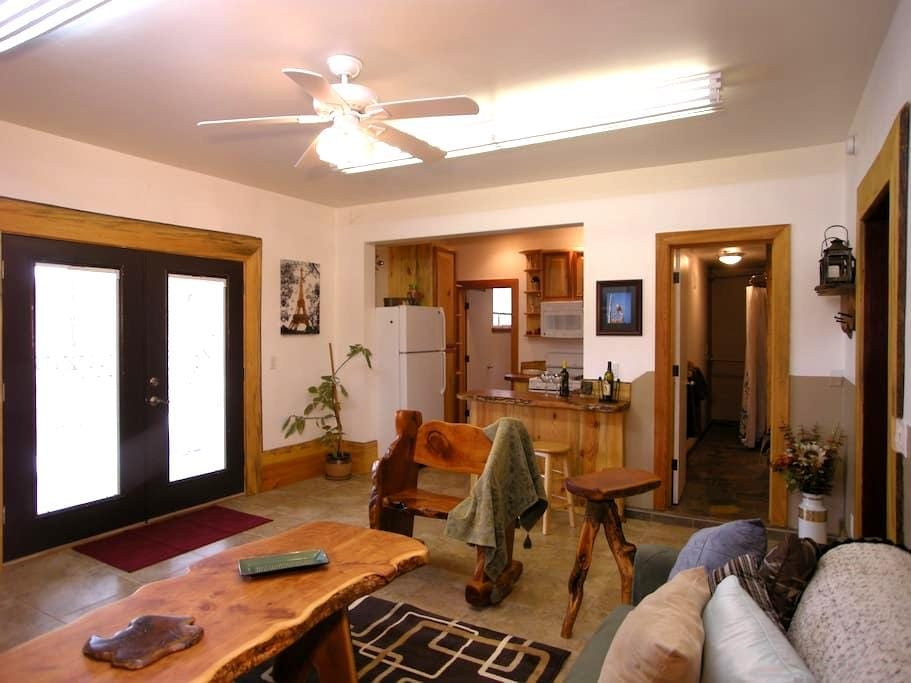 Woodworkers Cottage-1bd Guest house - Flagstaff - Casa
