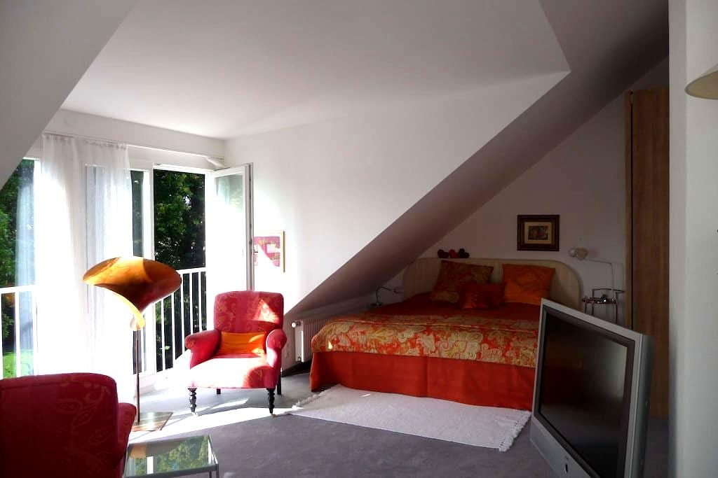 Charming, sunny 2-bedroom, Munich - Germering - Ev