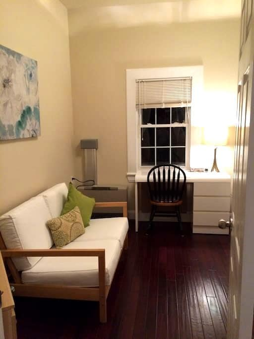 "Cozy Bedroom next to ""Yale SOM"" - New Haven - Apartamento"