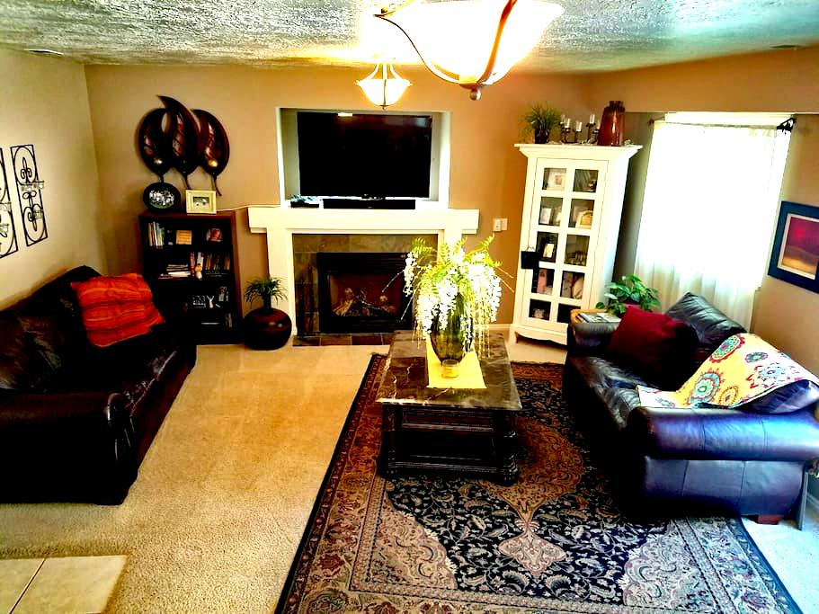 Friendly Quaint and Clean Home - Layton - Huis