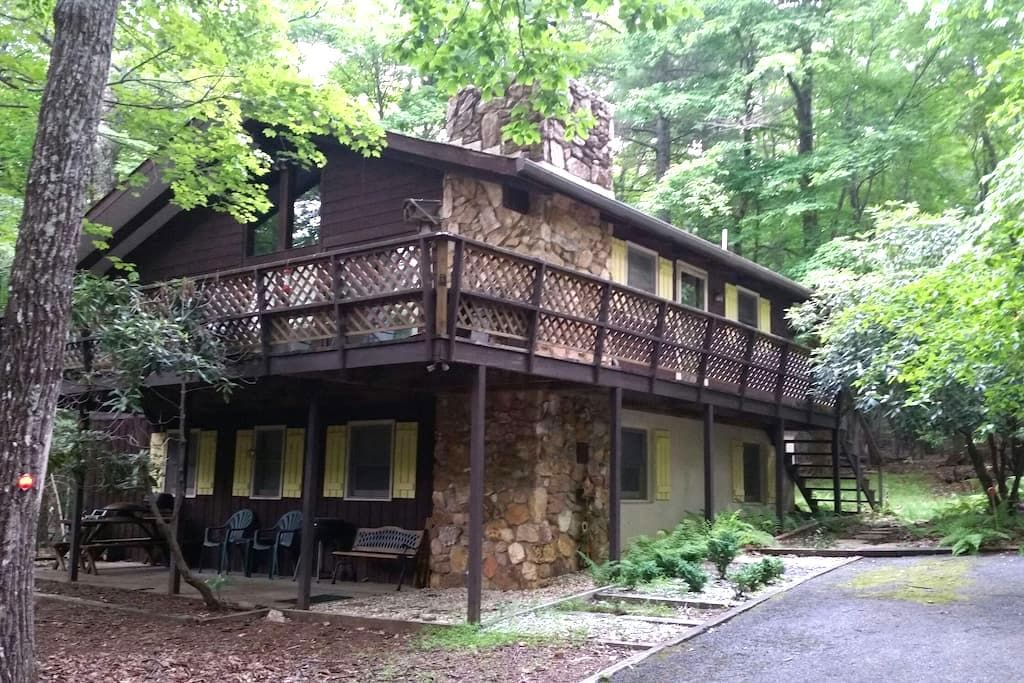 Secluded Mountain Chalet - Roaring Gap - Casa