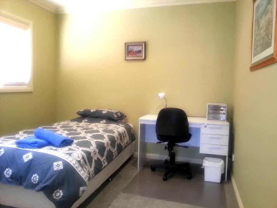 K/Single bed,shared,bath,Wifi,desk. - Adamstown - Hus
