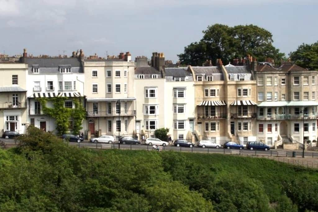 Beautiful, Stunning Studio in Clifton Village - Bristol - Daire