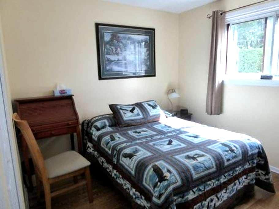 Well Located, Comfortable Homelike Space - Ottawa - Bungalow