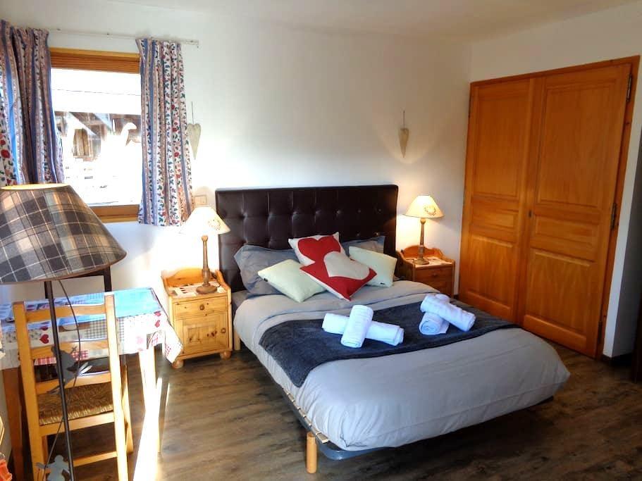 Chambre spacieuse à Megève dans le village - Megève - Pensione