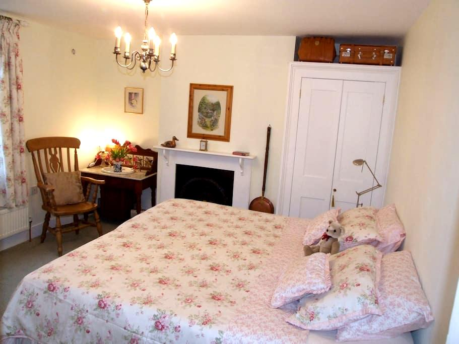 Cosy Room Charing - Kent nr station, free parking - Charing - House
