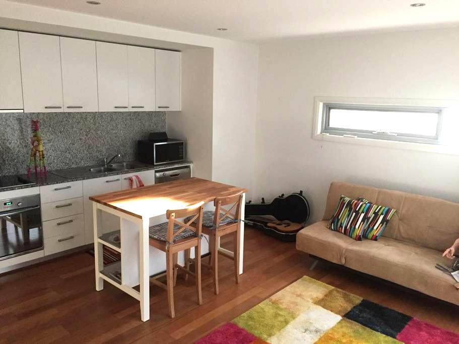 Colourful stay in Inner Canberra - O'Connor - Departamento