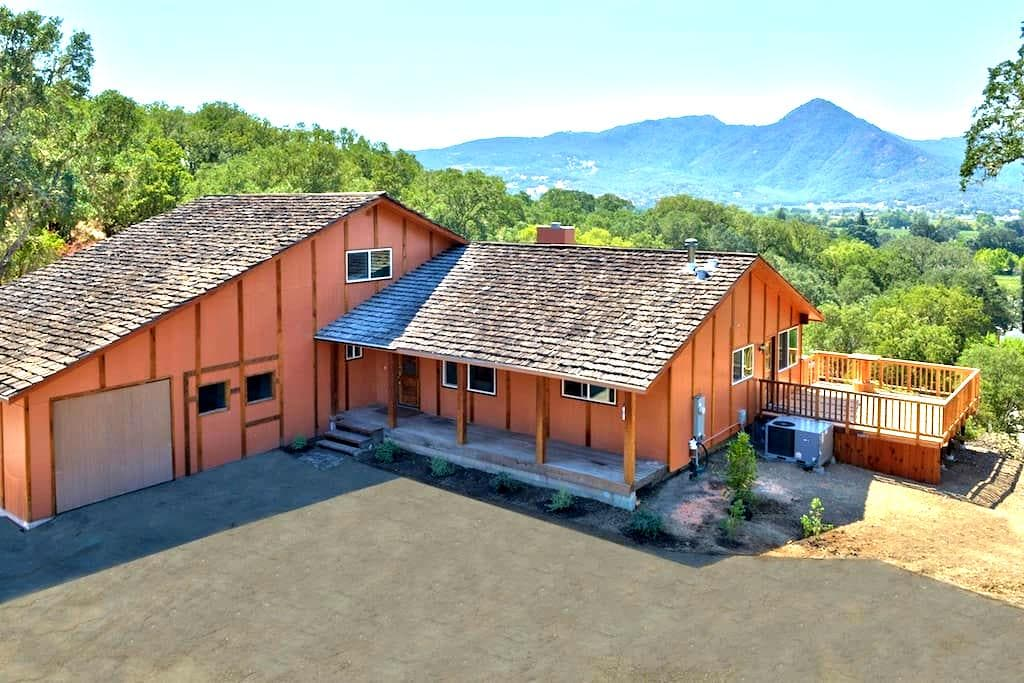 Country Oasis with Vine Views! - Hopland