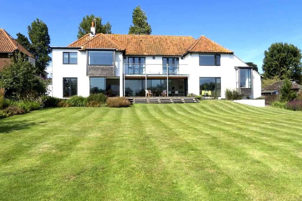 Spectacular House on the Meare - Thorpeness - House