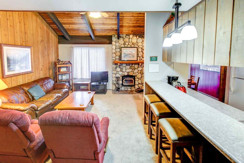 Rustic Sunshine 2B+Loft/3Ba Near Village + Eagle! - Mammoth Lakes - Dům